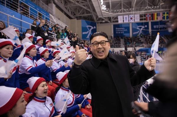 金正恩氏のそっくりさん、北朝鮮「美女応援団」に接近wwwwwwwwwwwwwwwwwwwwwww