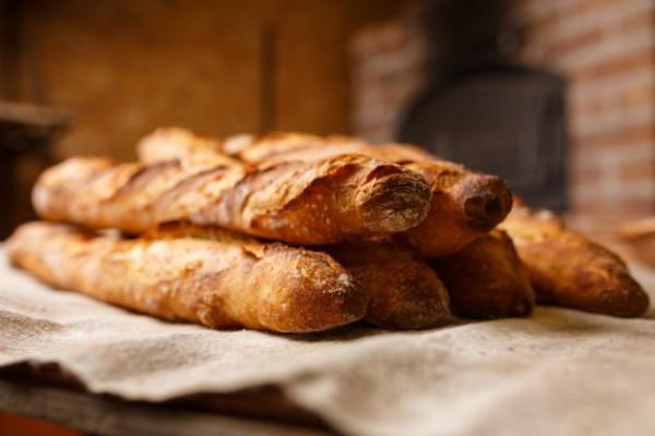 フランスのパン屋、「1週間無休で働いた」として罰金3000ユーロ取られる