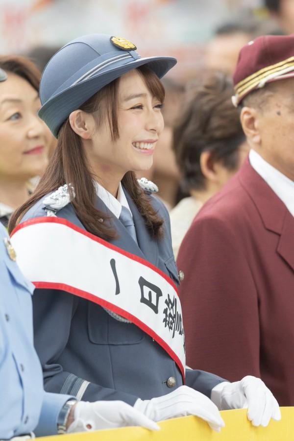 【画像】TBS宇垣美里アナ(27)、首にキスマークをつけたまま一日警察署長の仕事をする