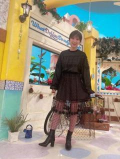 芸能】宇賀なつみアナ、黒ワンピにブーツで魅力全開「脚ほっそ ...