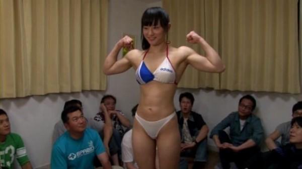筋肉美少女な本田奈々美の完璧すぎる肉体美、画像・AV作品動画