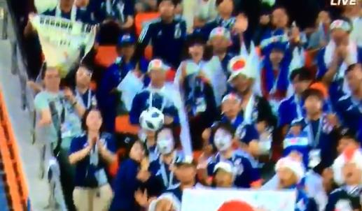 【サッカーW杯】日本代表ゴール裏サポーターが凄すぎると話題になり本人も登場してしまうwwwwwwwww