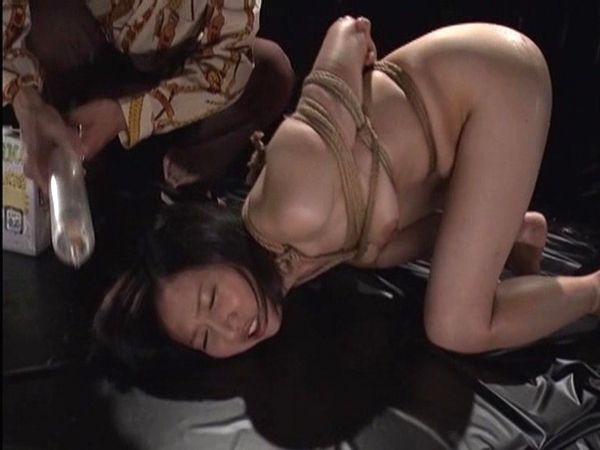 熟女浣腸注入排泄画像