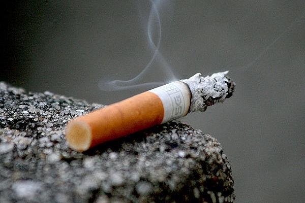 【悲報】ケンタッキーやデニーズなど全店禁煙へ。外食業界、続々とカジ