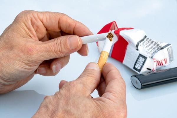 ソフトバンク、4月から就業時間中の喫煙禁止を発表。外出中も対象、2020年4月に全面的に禁止へ