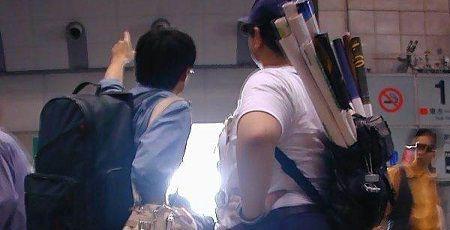 【これがオタク】コミケ行きの電車で赤ちゃんが号泣→周りのオタクたちがまさかの反応wwwwww