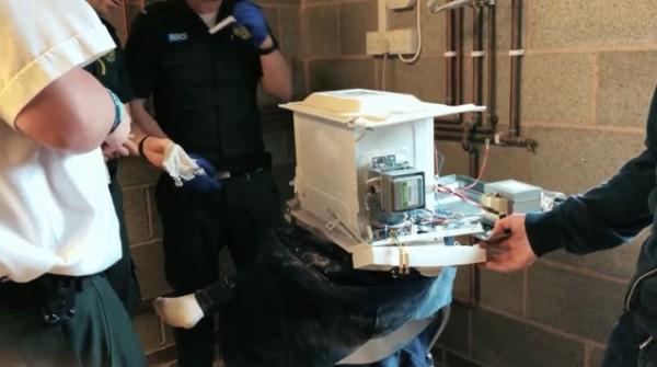 ユーチューバー 電子レンジ 凝固剤 実験 頭に関連した画像-06