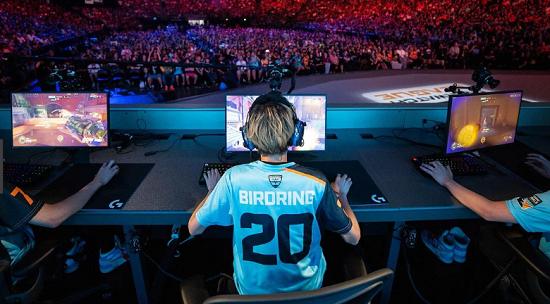 世界トッププロゲーマー「学生なら学校に、社会人なら仕事に行き、ゲームは遊びでやって欲しい それでプロレベルに上手くなれたらプロになればいい」