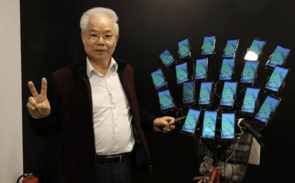 『ポケモンGO』をスマホ22台で遊ぶおじいちゃん、とある企業に目をつけられまさかの◯◯に任命されるwwwwww