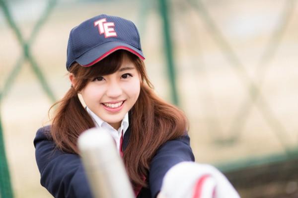 【悲報】高校野球、女子記録員が伝令の為にマウンドにあがっただけで連盟から注意されてしまう