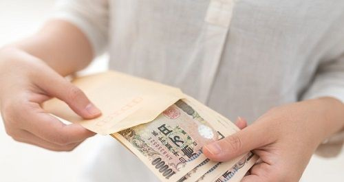 浮気性の夫が信じられない母親、3000万円もタンス貯金をしてしまう→託された娘はどうしたらいいのか・・・