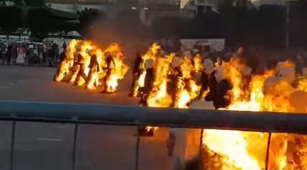 【動画】ギネス記録を達成するため、全身「火だるま」の状態で30秒耐える人たちが狂気すぎる・・・