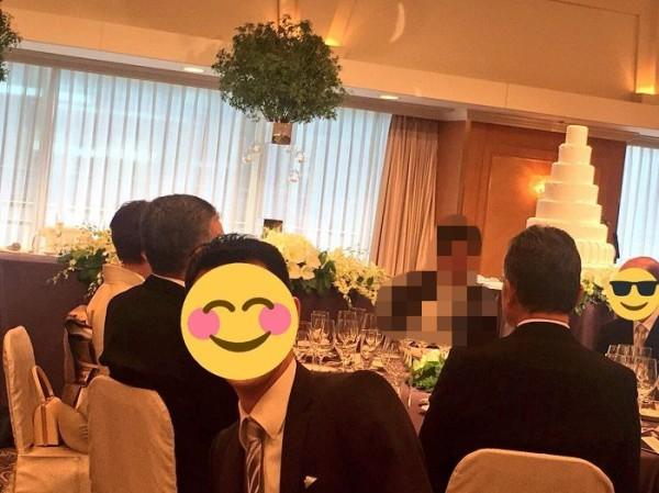 二次会から合流予定の結婚式、現場の様子が写真で送られてくる→トンデモナイものが写り込み結婚式どころではなくなるwwww