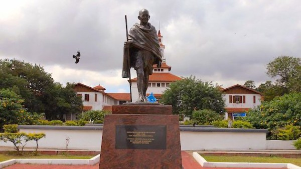 平和の象徴のガンジーさん、裏の顔があったことが露呈しとある大学で銅像が撤去される事態に・・・