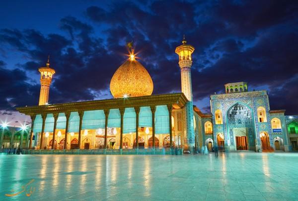 まるで万華鏡の世界!イランにある霊廟が美しすぎてヤバイ!キラキラってレベルじゃねぇ!!