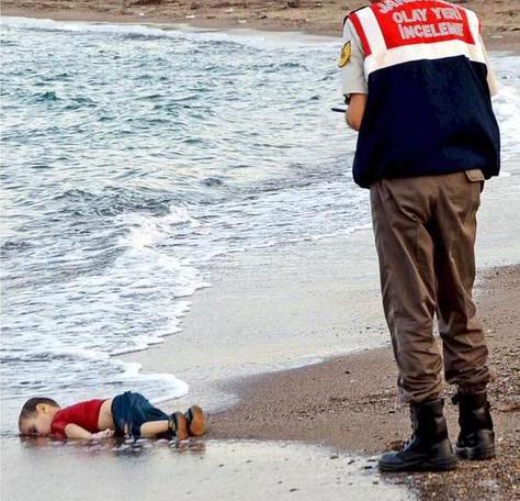 実写 溺死したシリア難民の子供 アラン君 By現地新聞 素晴らしい画像の加工 人生は逆転できる 小企業コンサル 講演家の天職ブログ
