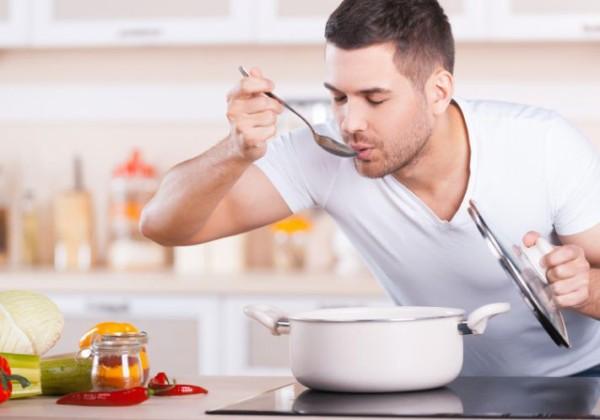 【料理男子】男性の4人に1人「週3日以上料理」 若い人ほど高い傾向 自炊なんて時間の無駄だと思ってた