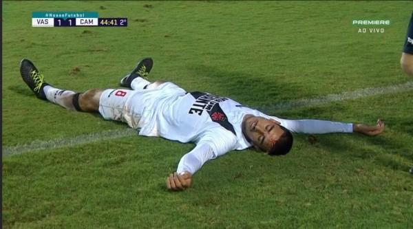 ◆悲報◆負傷選手を救命にしに来た救急車がピッチでエンコ、選手に頼んで押しがけしてもらう