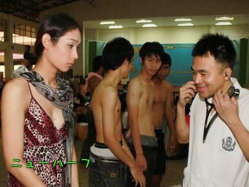 タイの徴兵検査はニューハーフも参加義務あり…つまり会場はこんな光景 ...