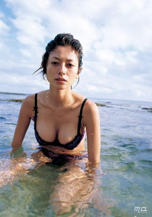 真木よう子の豊胸整形済みGカップ胸画像が過激すぎるwwwwww:AKB48お宝グラビア画像速報 : AKB48お宝グラビア画像速報