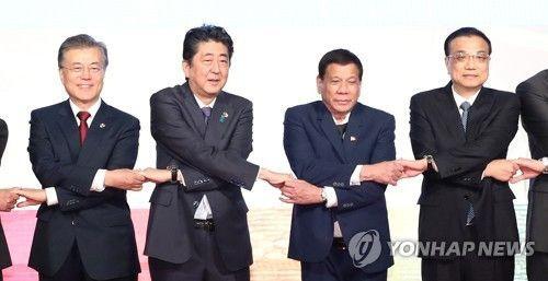 【韓国】 ムン・ジェイン大統領、首脳外交で「ジャパン・パッシング」…米・中・露と首脳会談しながら安倍は「パス」
