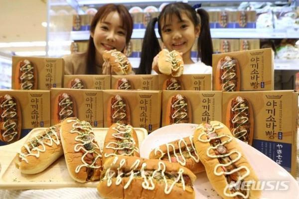 【韓国】焼きそばパン召し上がれ(写真)