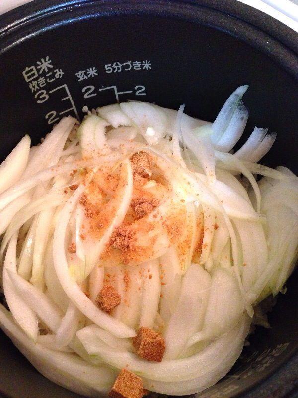 新 玉ねぎ の 炊き込み ご飯