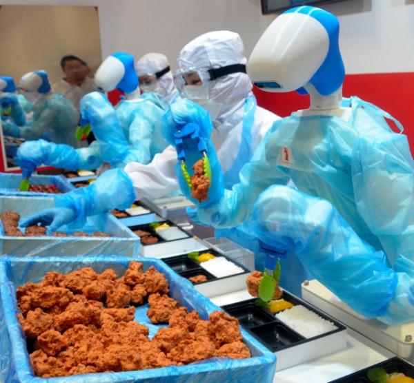 【画像】弁当盛りつけやホットスナック調理!食品業界にロボ導入へwwwwwww