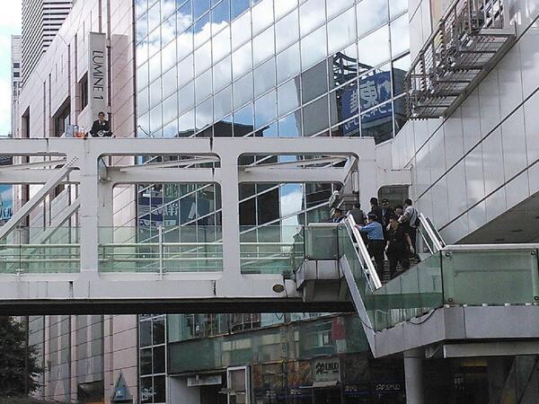 自殺 新宿 駅 ミロードデッキで首つり自殺!新宿駅南口で日中の出来事、、死亡男性は誰?