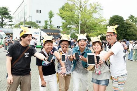 ポケモンGOのイベントに集まったリア充たちをご覧くださいwww