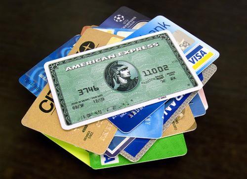 【驚愕】親父のクレジットカードが何者かにスキニングされて50万円ほど使われてたから警察に電話してたんだが