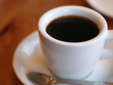 と コーヒー 飲み 過ぎる