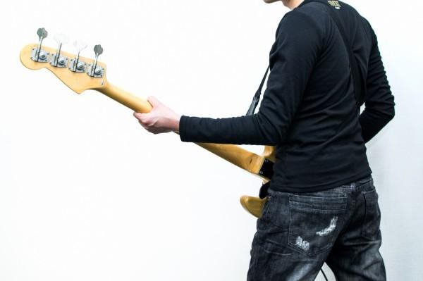 ボーカル「ギター!!」ギター「ギュイーン」客「うおおおおおおお」