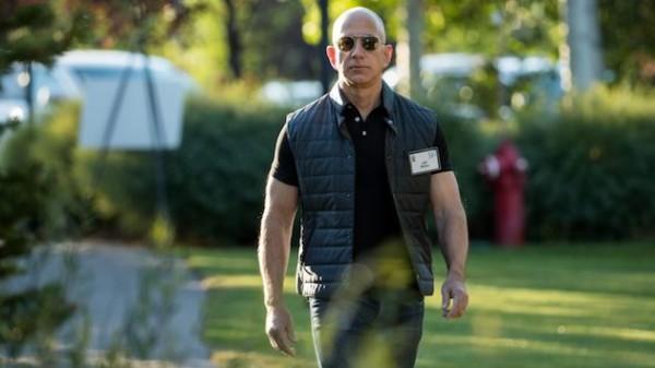 アマゾン創業者ジェフ・ベゾス氏が「富を蓄えないため使わなければ ...